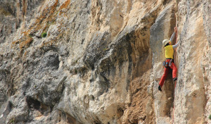Fraguel rock, a brilliant 6b on sector La Amarilla